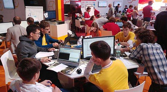 Школьники решают олимпиадные задачи